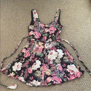 Forever 21 Dresses - Forever 21 Floral Print🌸 Skater Mini Dress Sz S/P